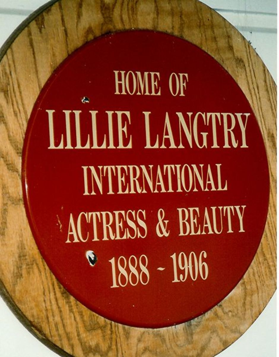Plaque attached to the house - Lillie Langtry's house