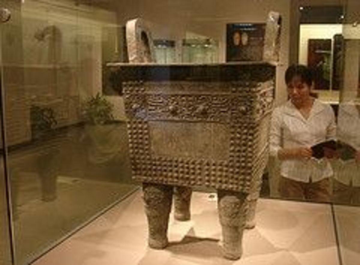Shang Dynasty Ruding Pattern Bronze Vessel