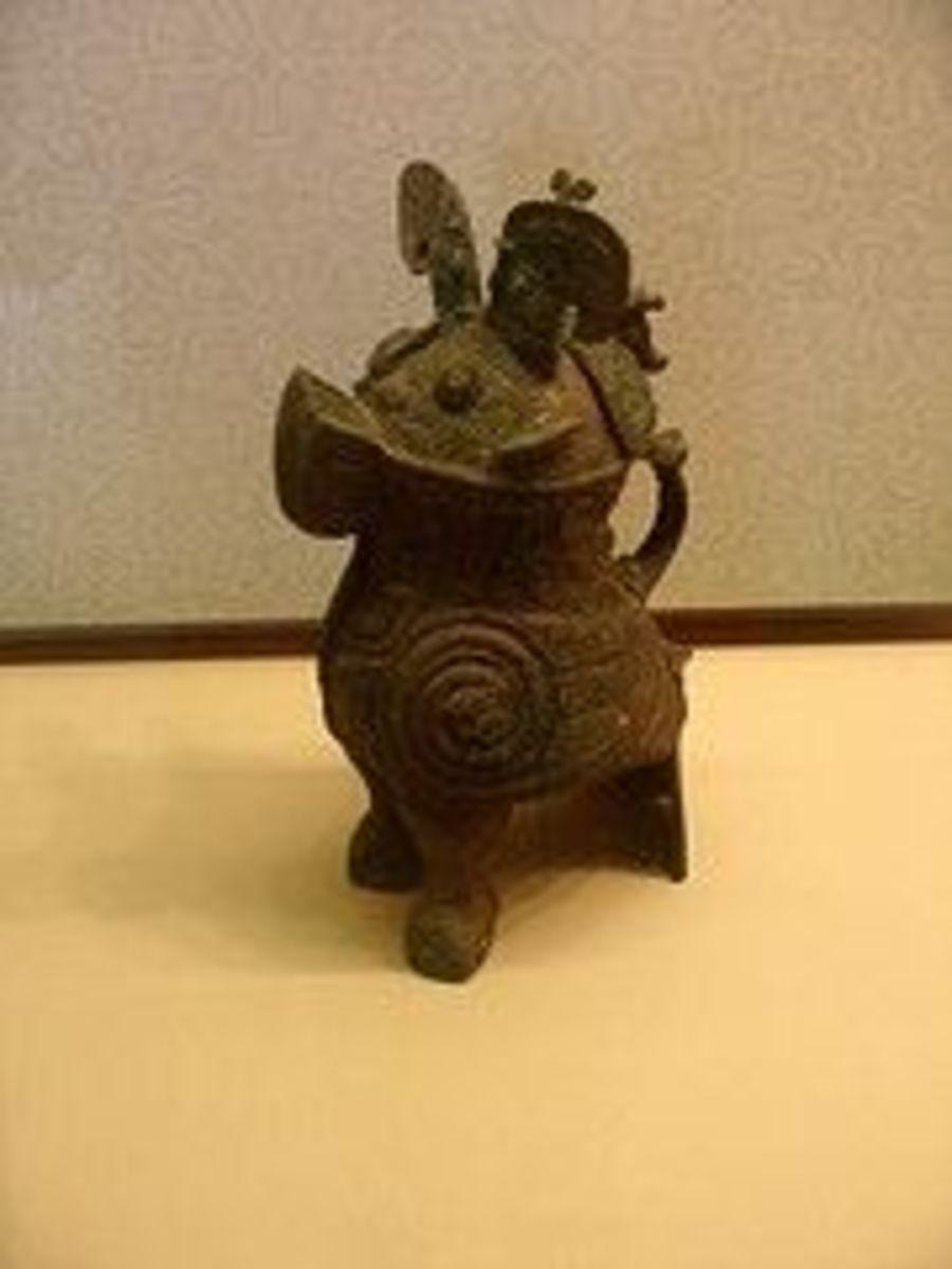 Shang Dynasty - Fuhao's Bronze Owl Wine Vessel (Fuhao Tong Xiao Zun)