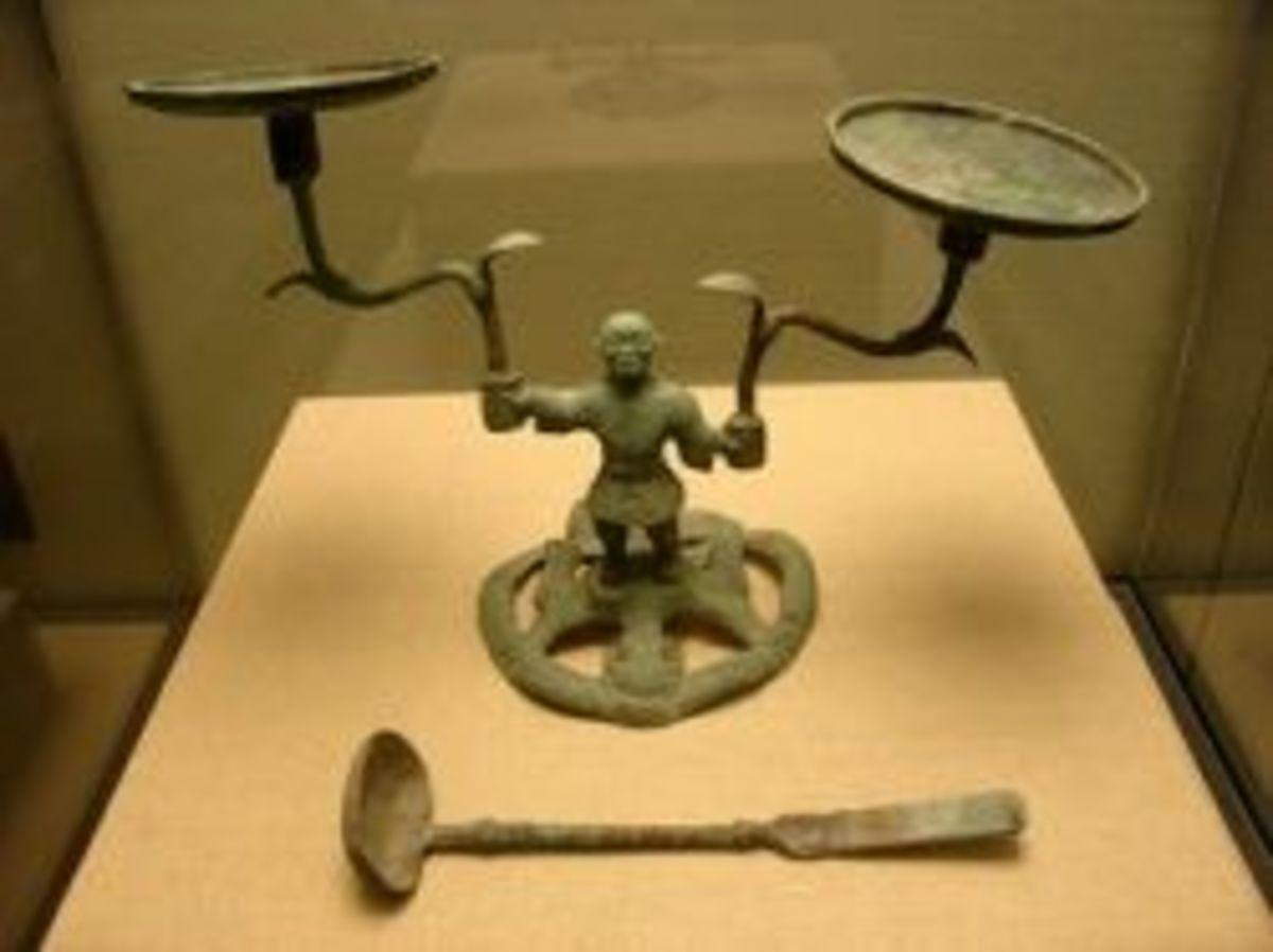 Man-shaped Copper Oil Lantern (Ren Xing Tong Deng)