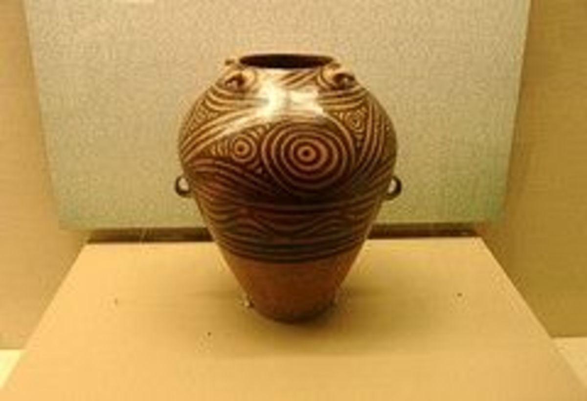 Running Spiral Design Coloured Pottery (Wo Wen Cai Cao Guan)