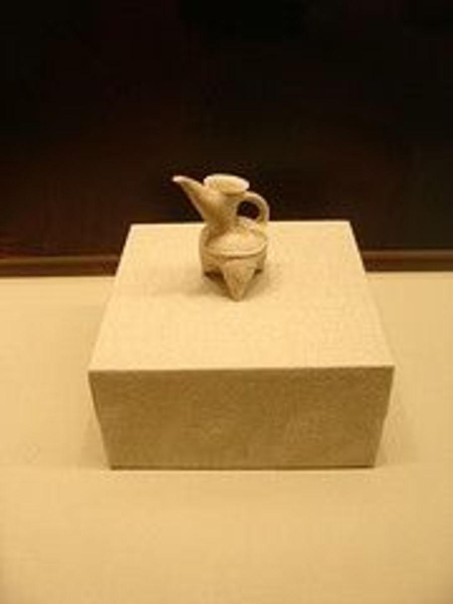 New Stone Age White Pottery Vessel (Bai Tao Gui)