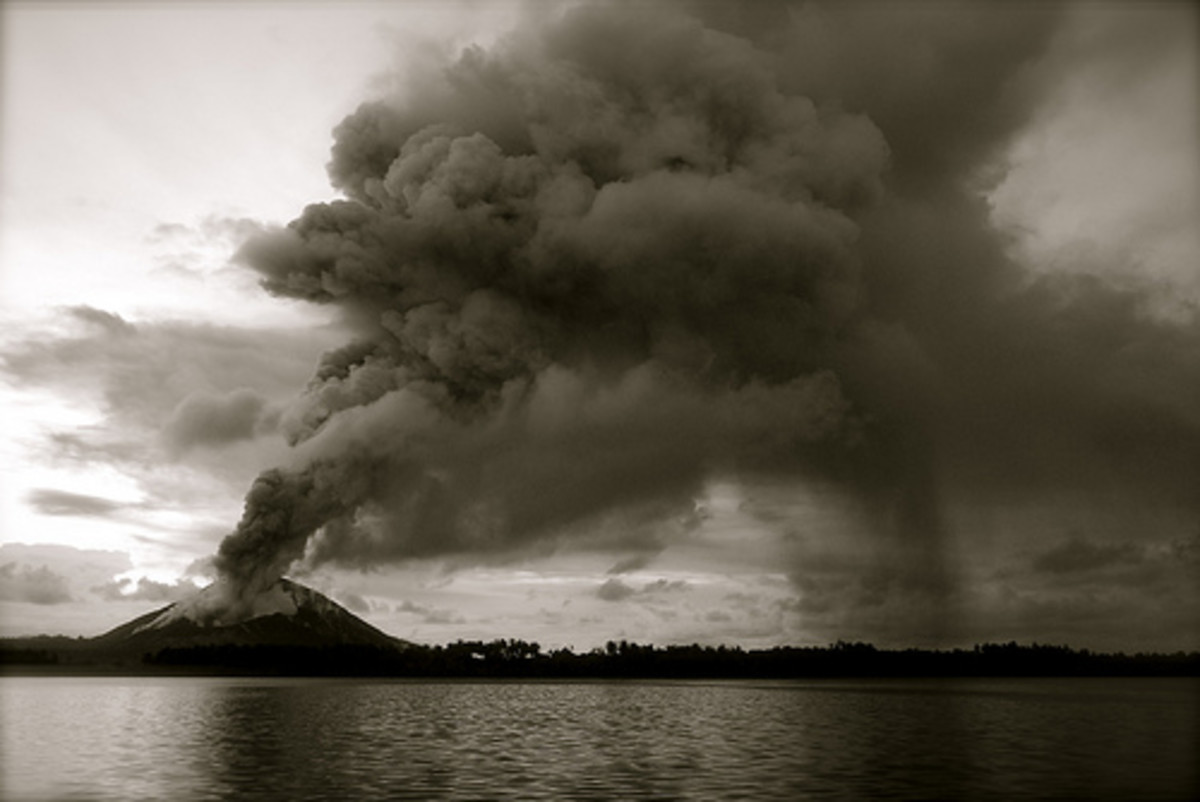 Ash erupting from a volcano can have long-distance consequences in an ash fall.  Photo used under Creative Commons Attribution License