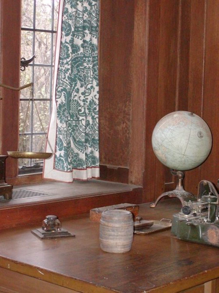 Thomas Plant's office and desk.