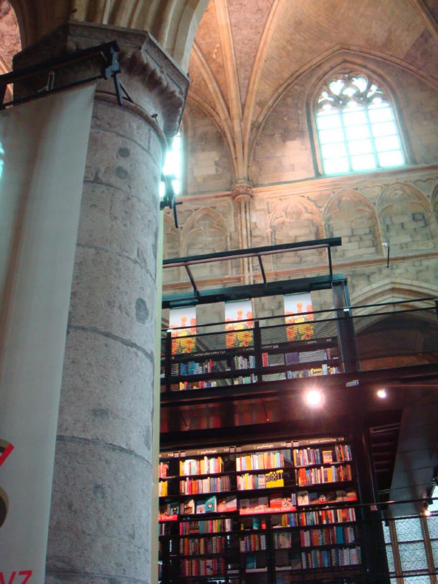 postcards-from-amazing-bookstores