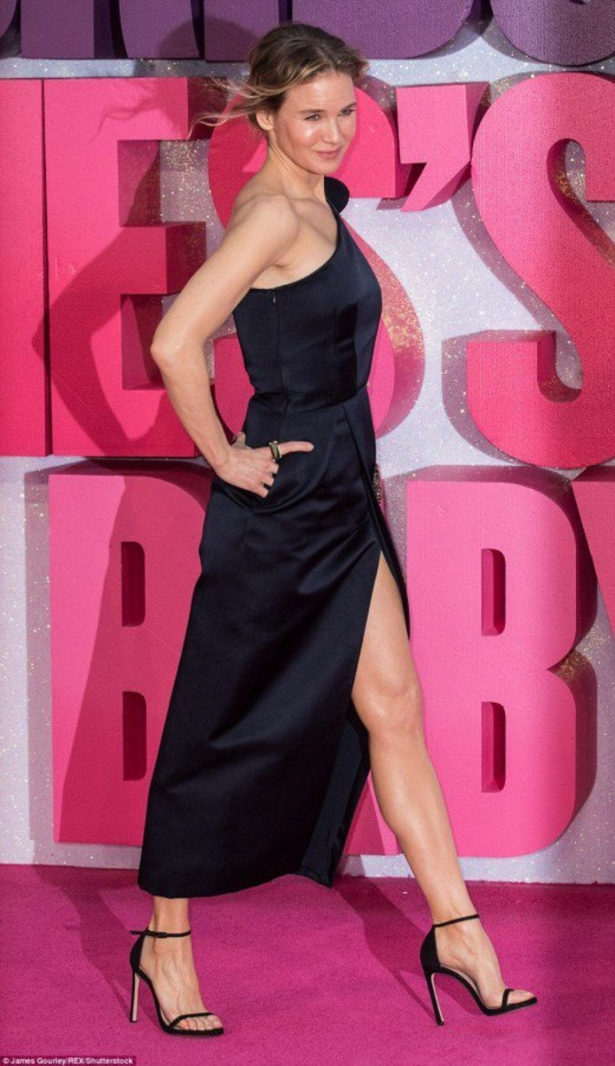 Renee Zellweger in a lovely thigh high slit black gown and high heels on the red carpet for 'Brigdet Jones Baby'.