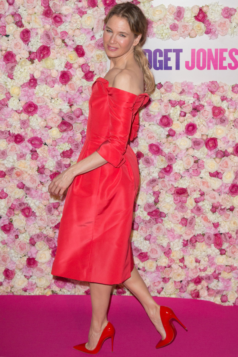Renee Zellweger lovely in a red dress and stunning red pumps for Bridget Jones's Baby promotion