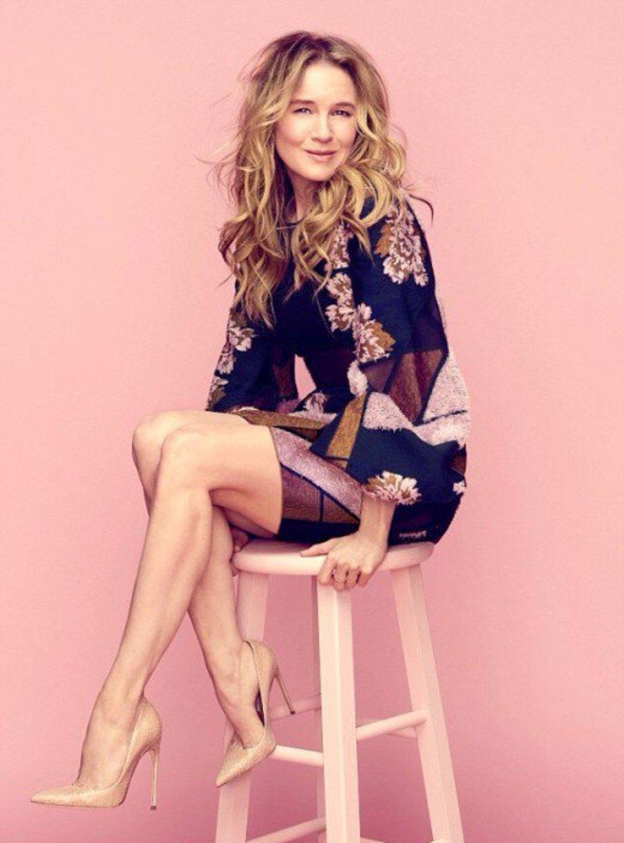 Renee Zellweger Legs are Stunning in High Heels