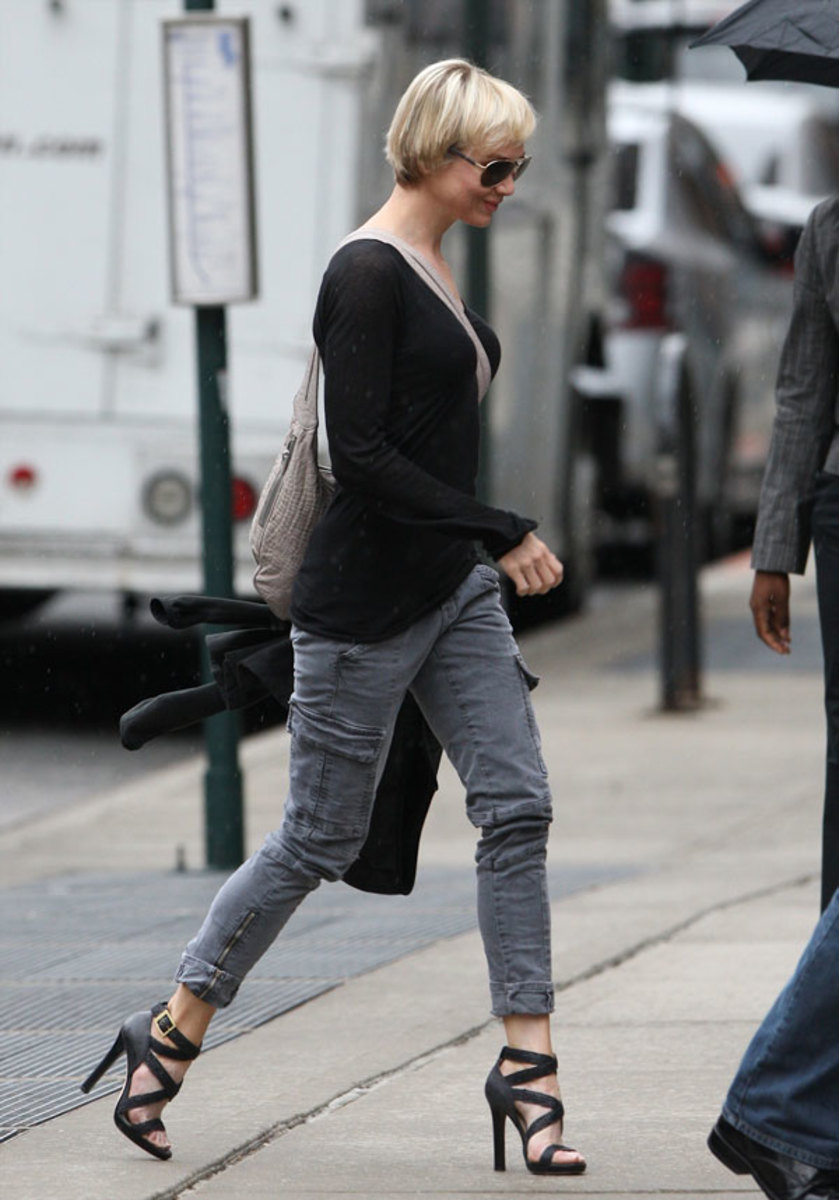 Renee Zellweger has great legs in tight slim jeans and strappy stiletto high heels