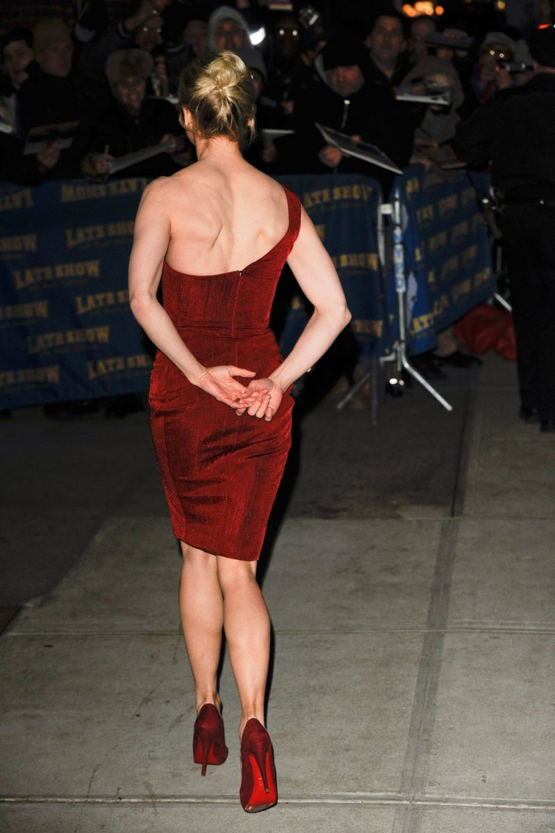 Renee Zellweger visits the Late Show wearing a sexy red dress and suede high heels which show off her hot legs.