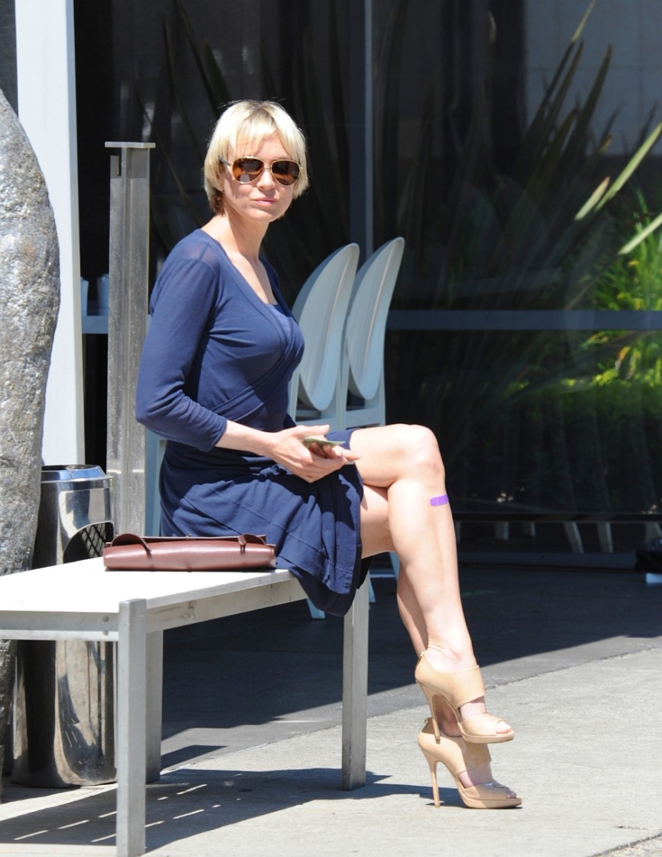 Renee Zellweger Has Sexy Legs in High Heels | hubpages