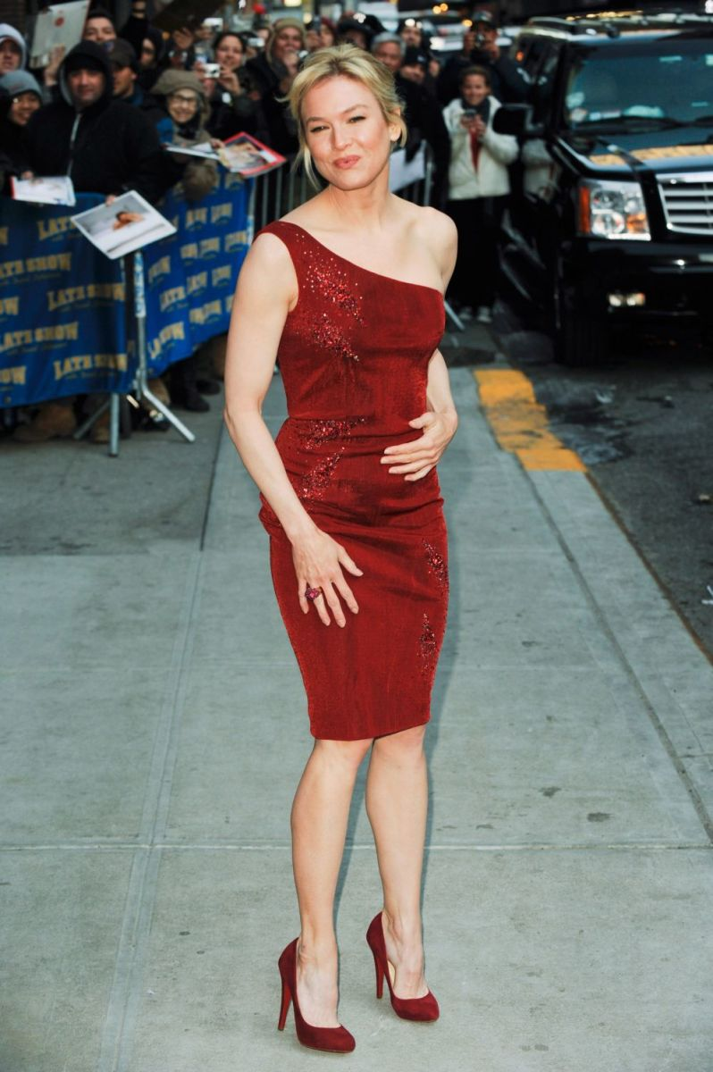 Renee Zellweger visits the Late Show wearing a sexy red dress and suede high heels.