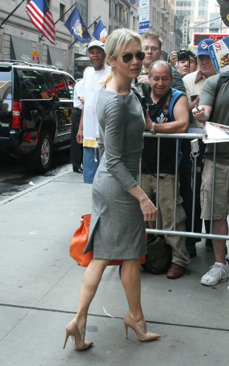 Renee Zellweger displays her gorgeous legs as she heads to set of Good Morning America to promote My One and Only wearing high heel stilettos.