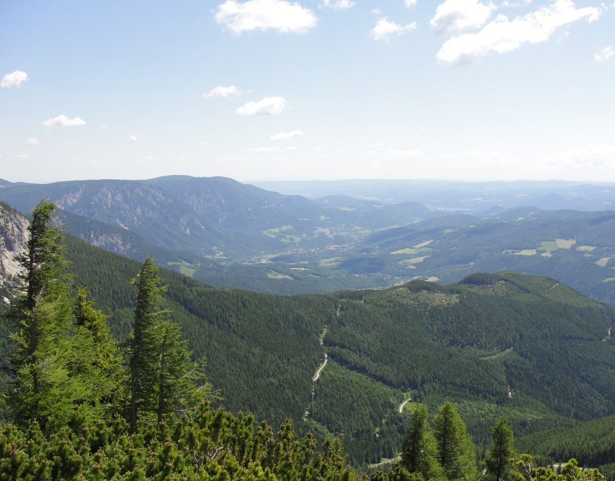 View above the mountainous landscape around Vienna.