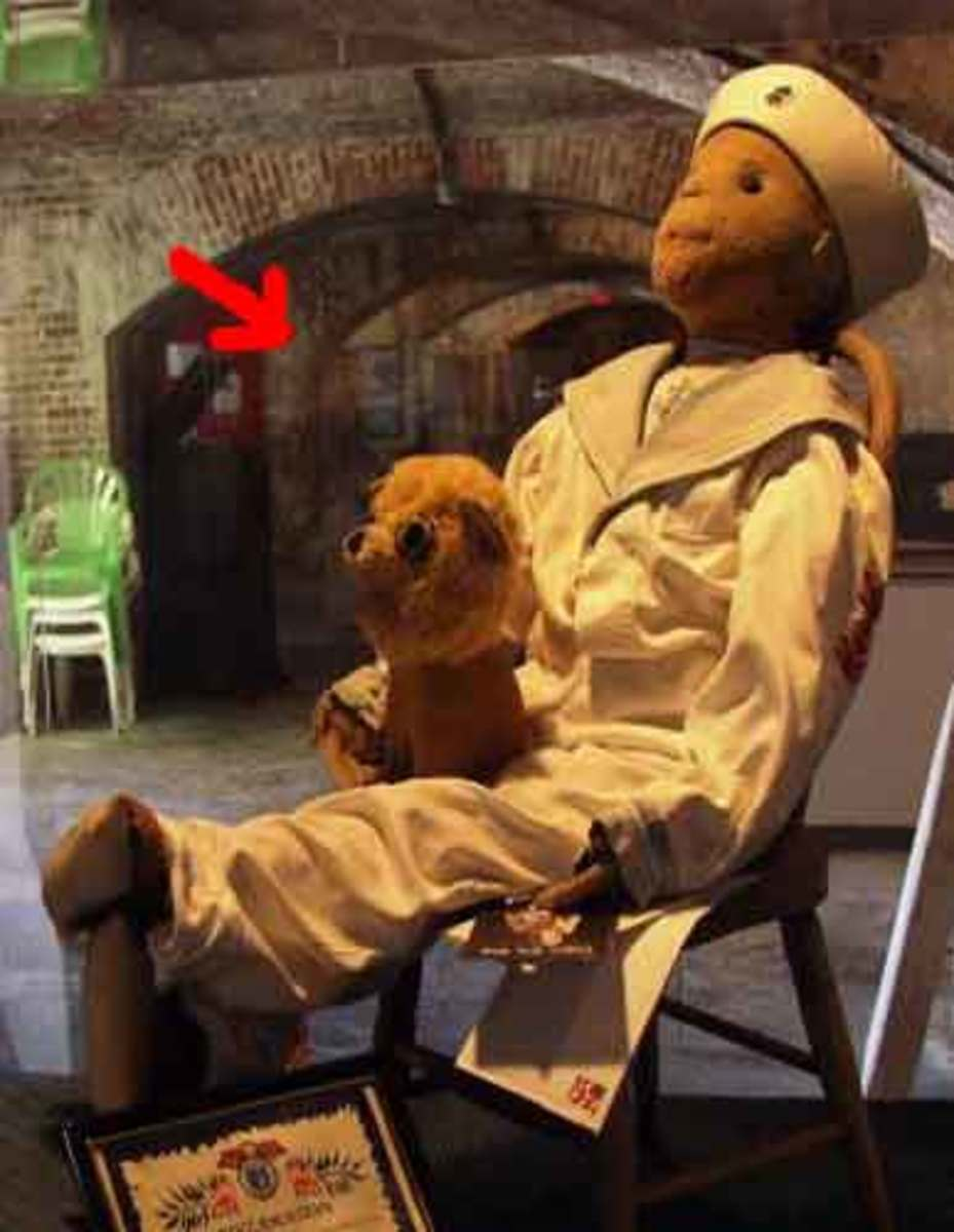 the ghost shown in the Robert The Doll museum