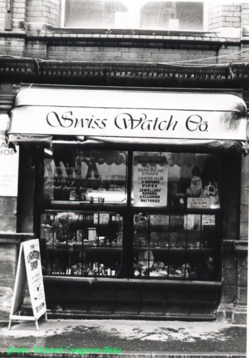 This traditional tobacconist shop was on School Lane, opposite the Bluecoat Chambers.