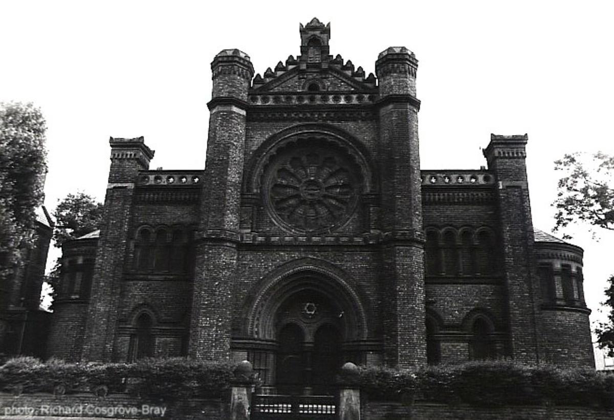 An elaborate synagogue.