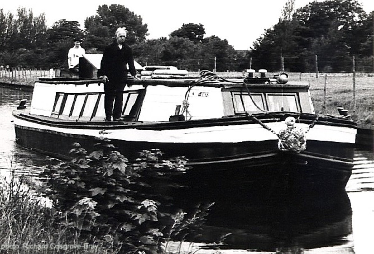 Many barges once travelled from the various Liverpool docks along the Manchester Ship Canal, carrying cargo.  This became a way of life for numerous Romany families, forced off the roads by a changing society.