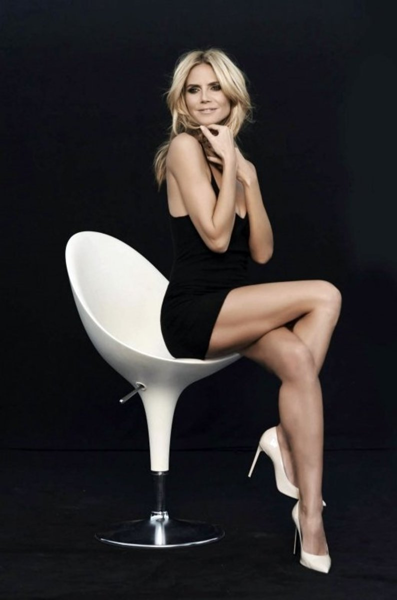 Celebrity Crossed Legs in Short Stylish Outfits and High Heels