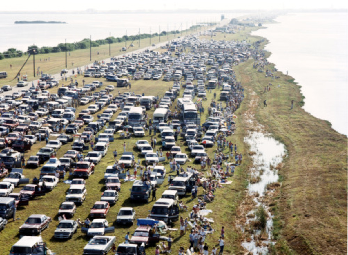 Spectators at NASA Causeway in 1988, When Private Cars Were Allowed