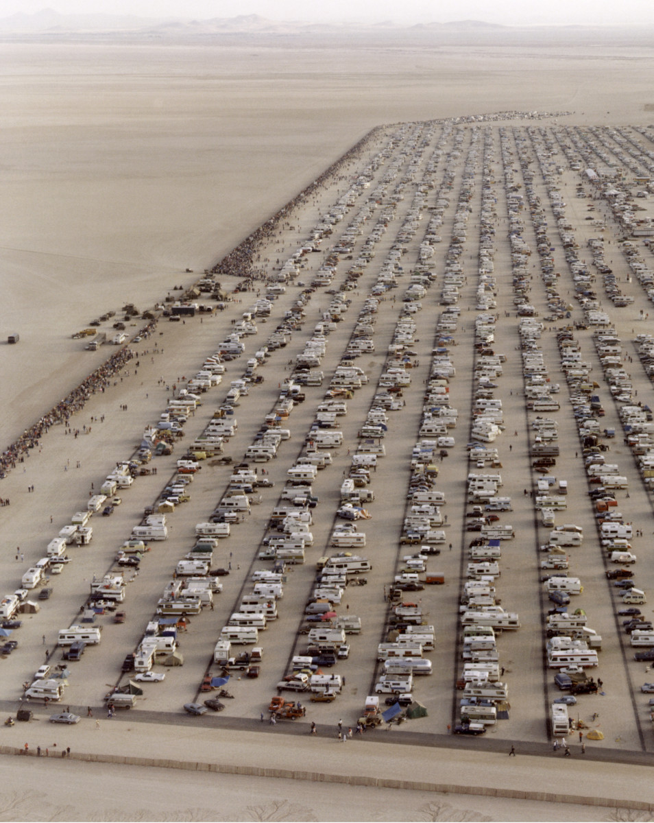 Thousands watched the shuttle landing in Edwards AFB, California.