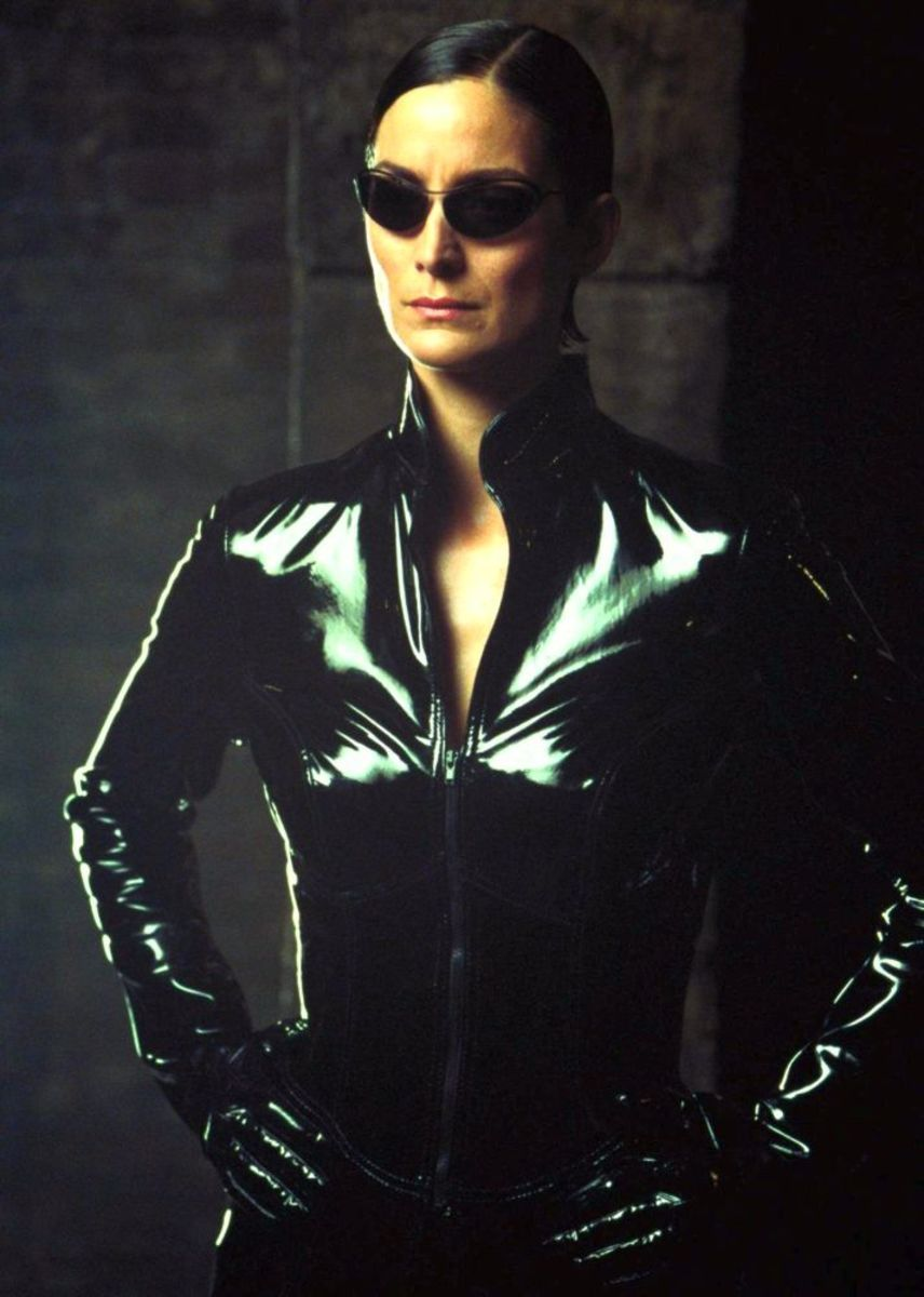 Carrie-Anne Moss...Trinity knows Kung-Fu