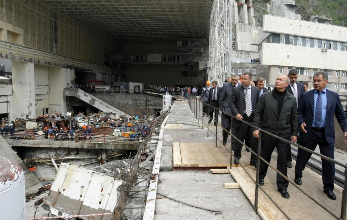Russian Prime Minister Vladimir Putin visits the accident site at the Sayano-Shushenskaya hydroelectric power station  (ALEXEY DRUZHININ/AFP/Getty Images)