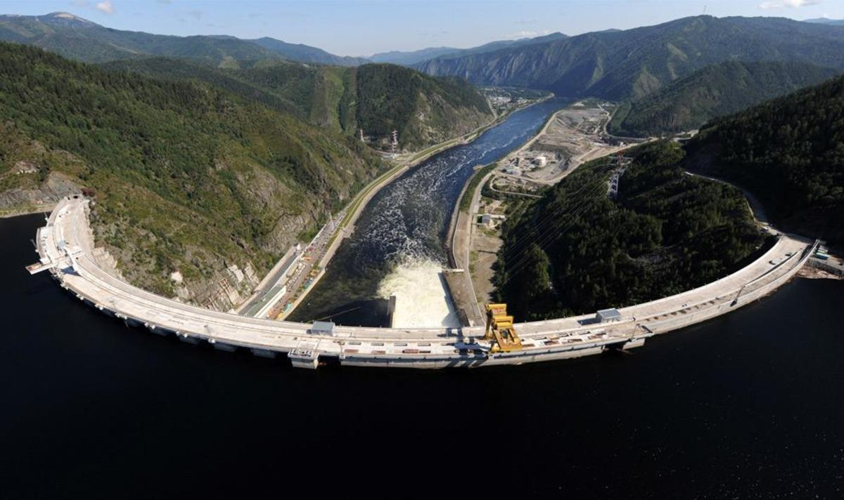 The Sayano-Shushenskaya hydroelectric power dam  (ALEXANDER NEMENOV/AFP/Getty Images)