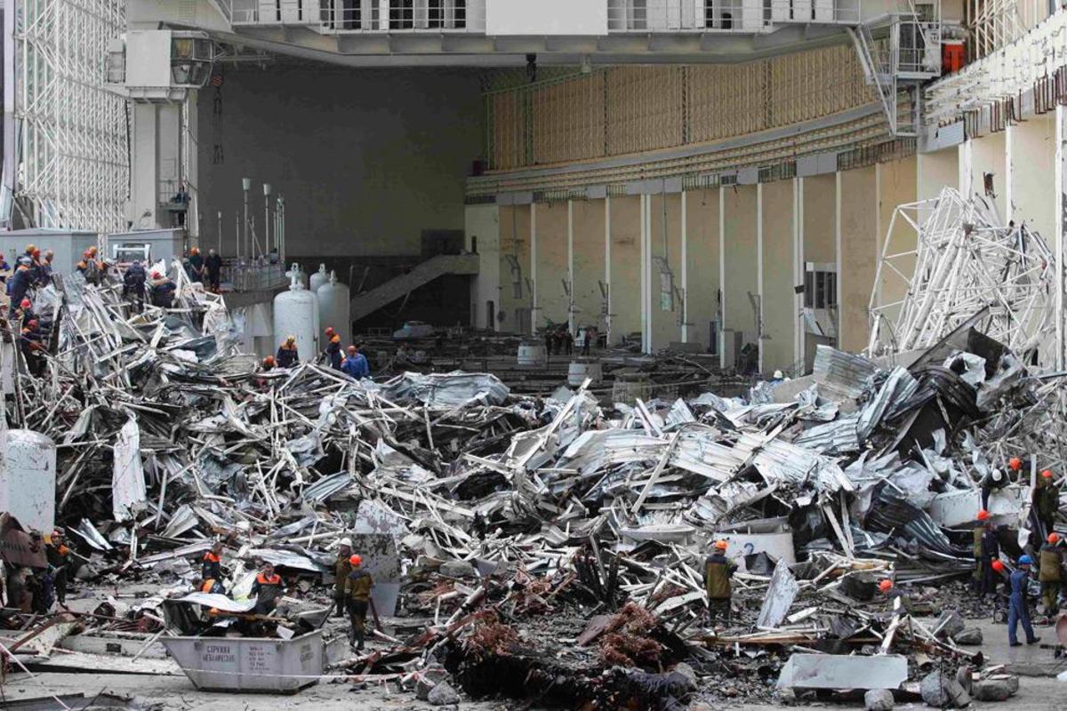 Damage in the generator hall at the Sayano-Shushenskaya hydroelectric plant   (AP Photo/ Rossiiskaya Gazeta Newspaper)