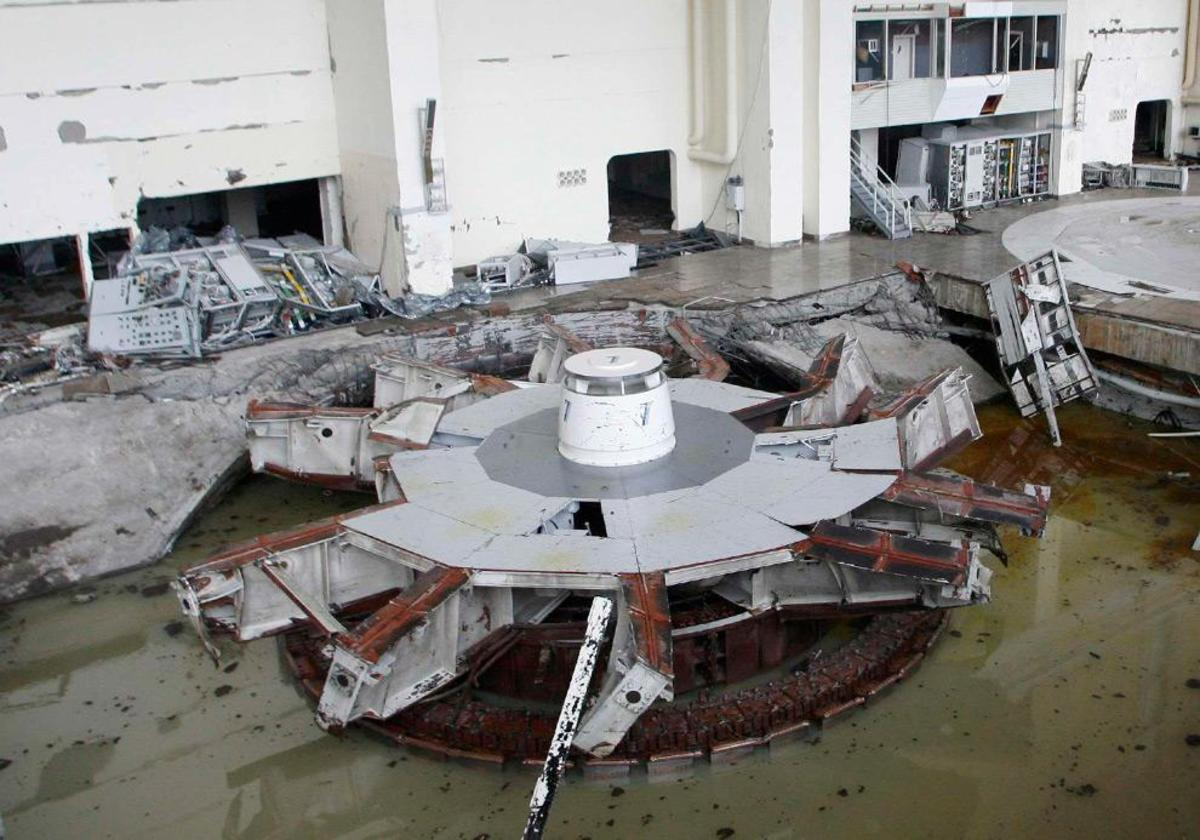 The damaged and flooded generator hall of the Sayano-Shushenskaya hydroelectric power station.    (REUTERS/Ilya Naymushin)