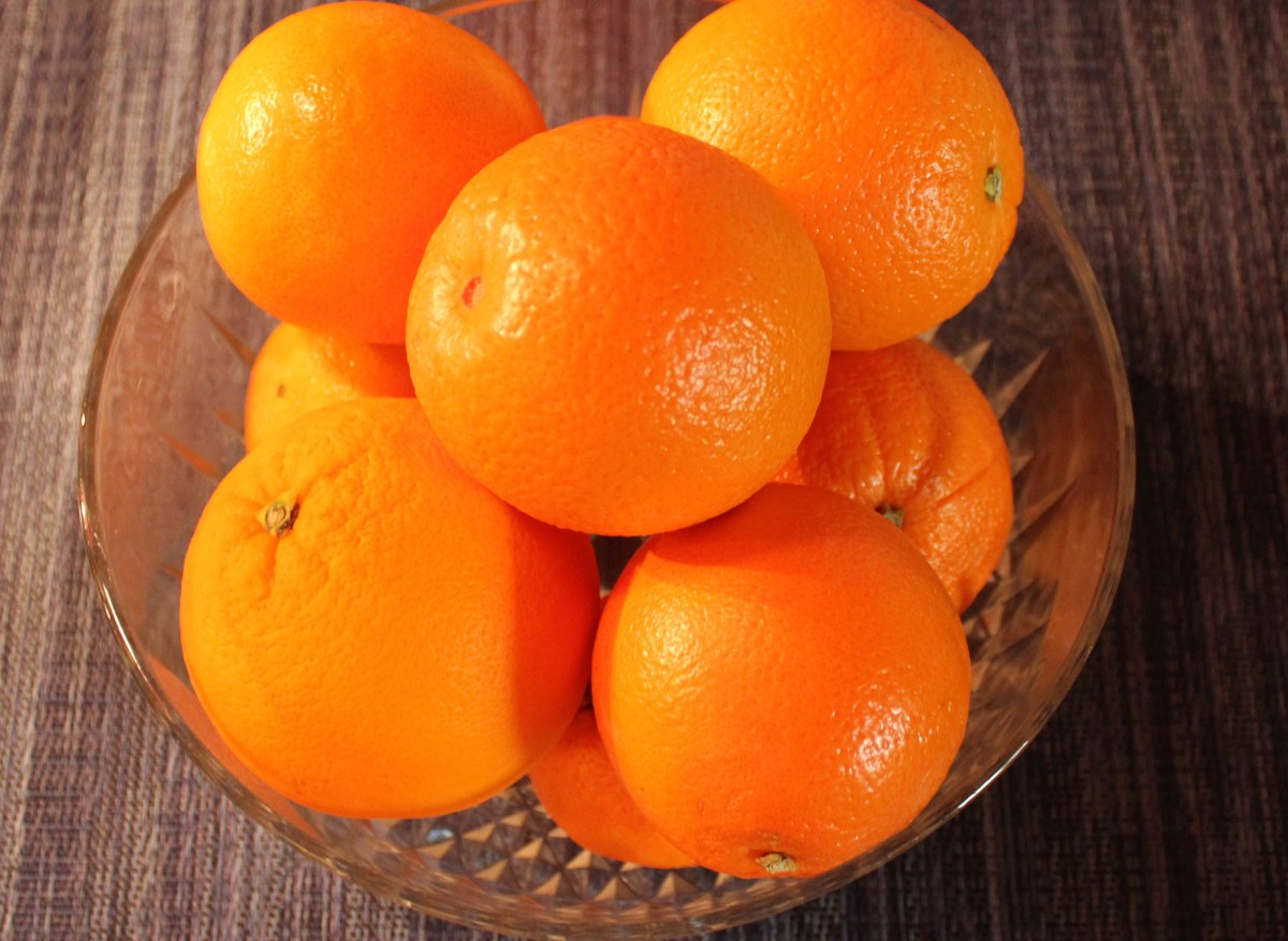 Oranges for wrapping with whole cloves.