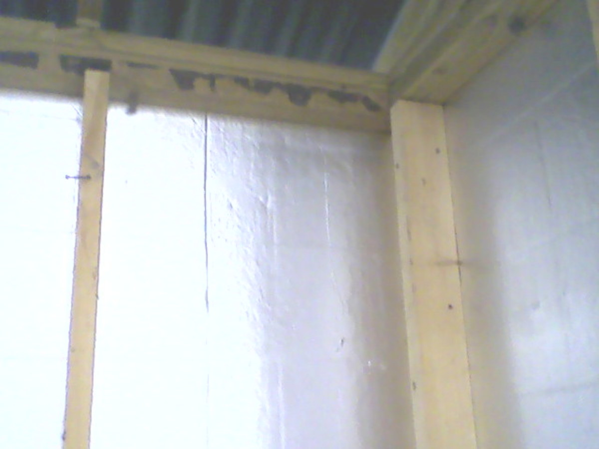 The inside view of the shed corner.  Note how the stud on the right stands out from the intersecting wall, spaced away from it by the intersecting stud.  No wood backs the siding board.