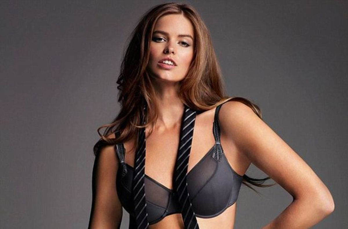 Robyn Lawley - Plus Size Model