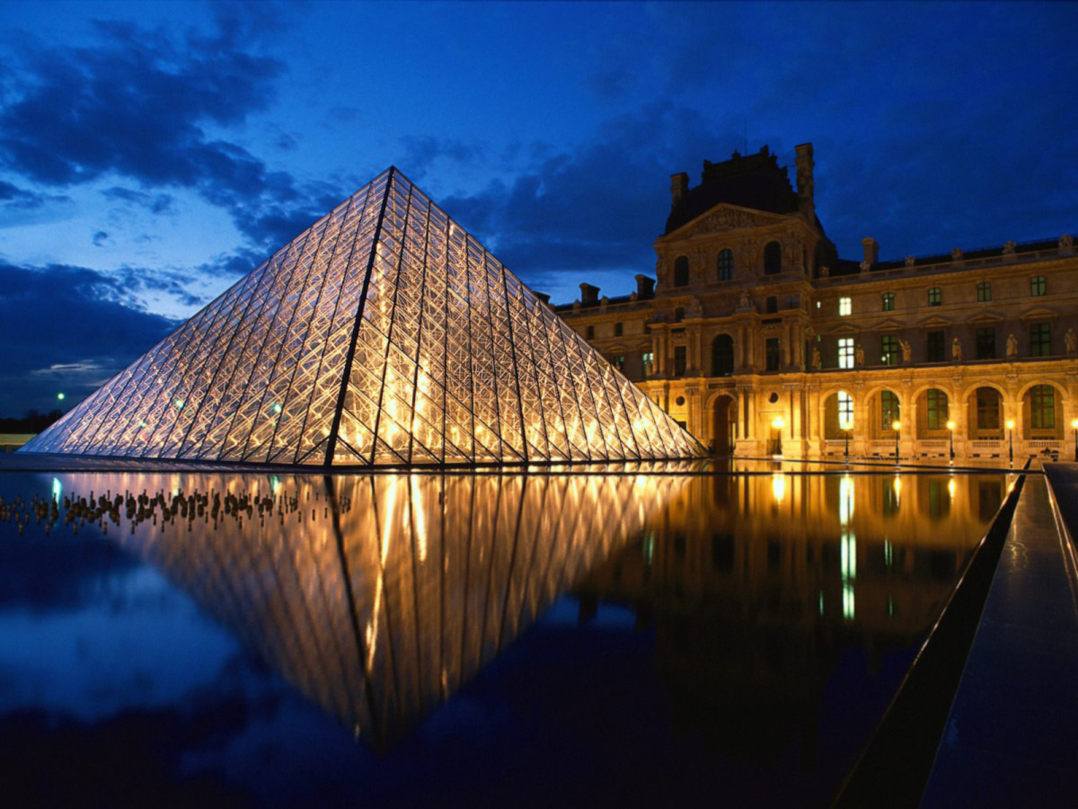 The gorgeous glass Pyramid which is the main entrance to the Louvre.