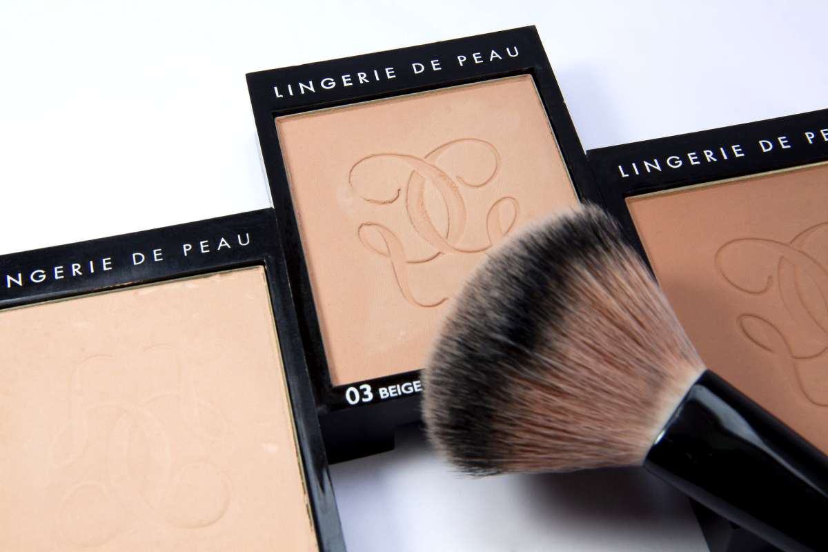 You can use a brush for either pressed or loose powder.