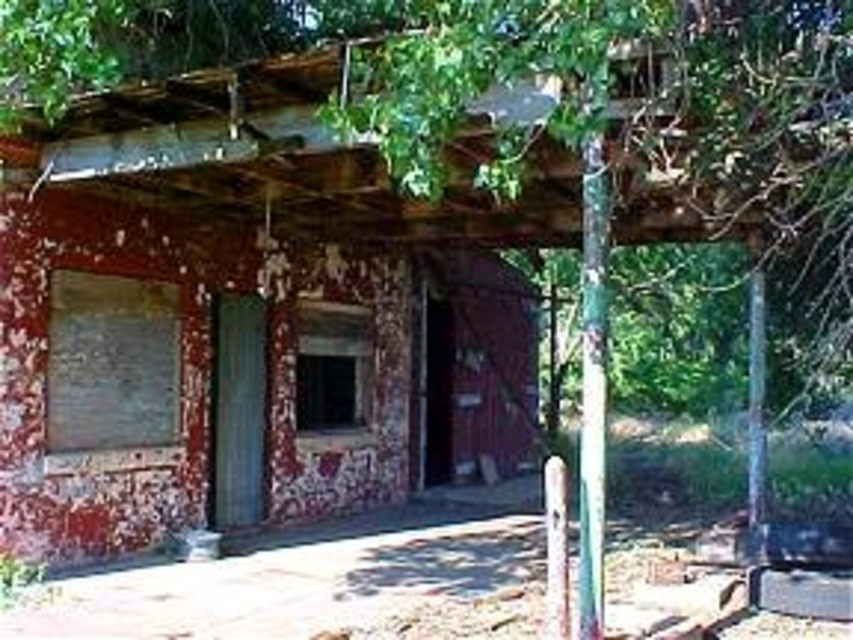 Koebel's Place, once a thriving gas station.  Photo from The Road Wanderer.