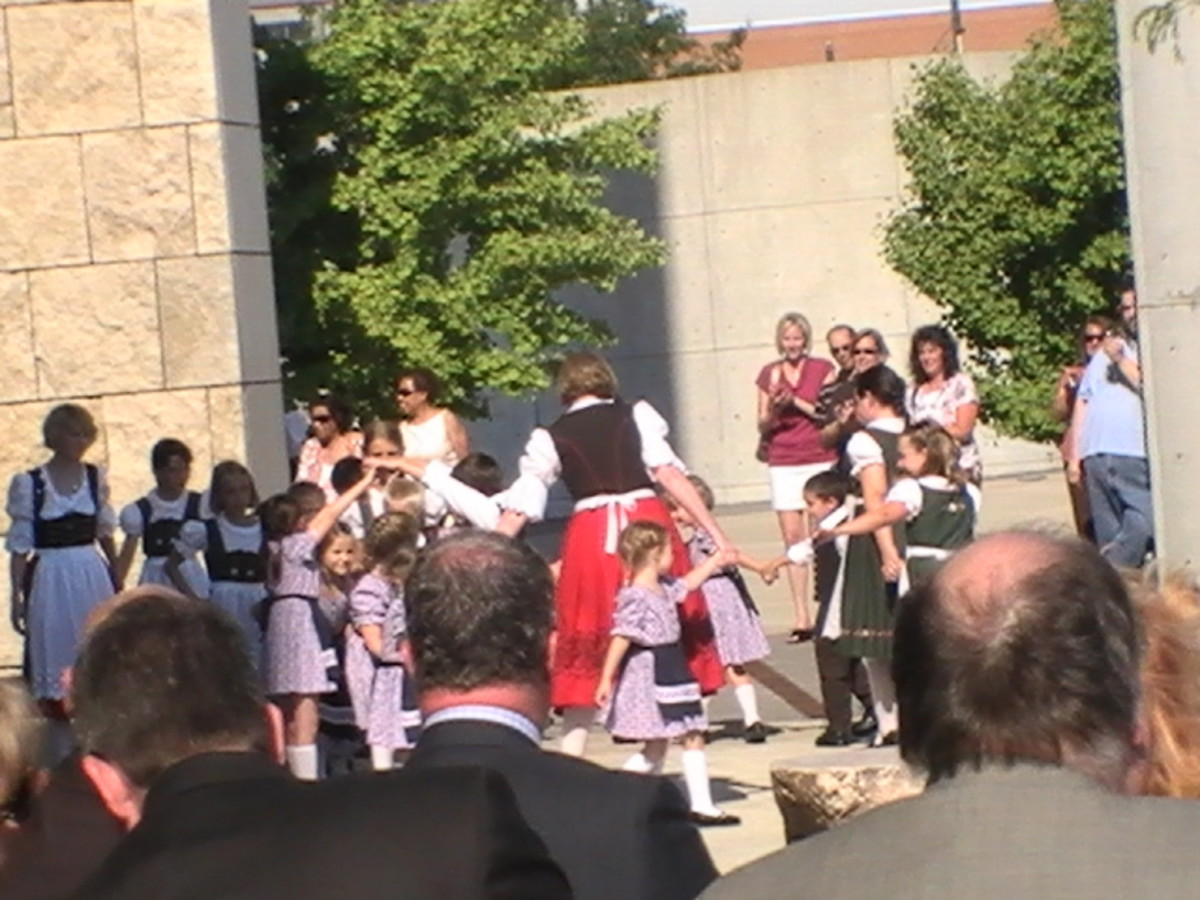 Donauschwaben Kindergruppe Dancers Performed at the dedication.