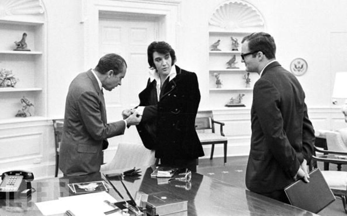 photo courtesy of life President Richard Nixon meets with Elvis Presley 380450 07: Elvis Presley shows President Richard Nixon his cuff links December 21, 1970 at the White House.
