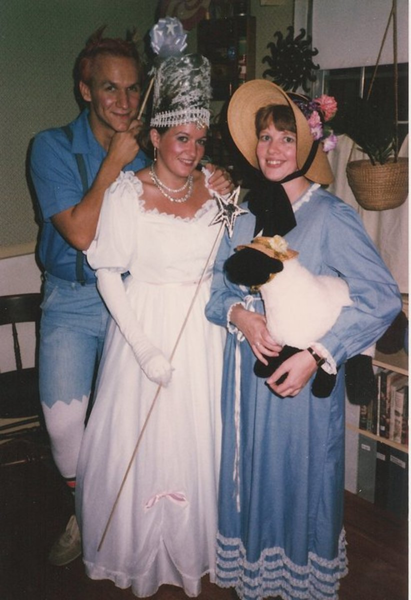 Glinda, a Munchkin and Little Bopeep.