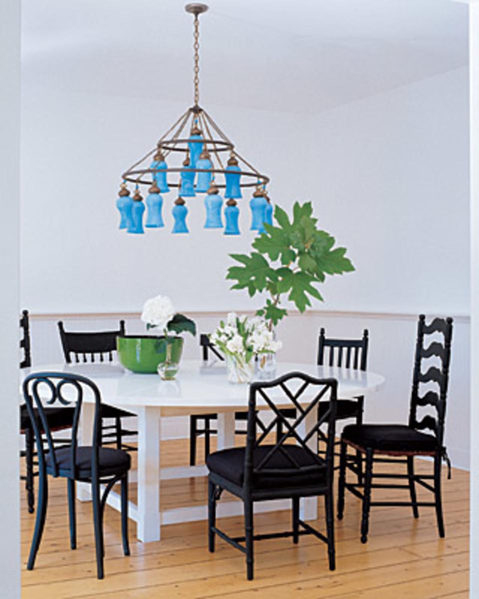 Sarah Jessica Parker's Bridgehampton farmhouse dining room.
