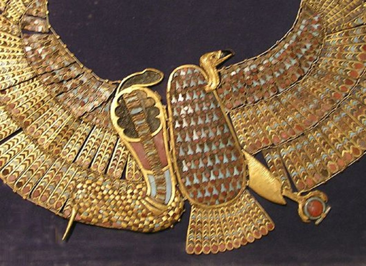 Tutankhamon's Buto necklace