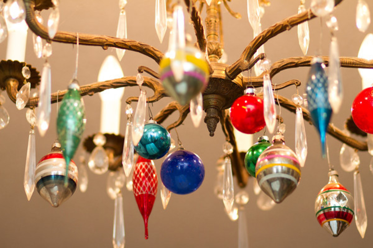 vintage-christmas-tree-decorations-outdoor
