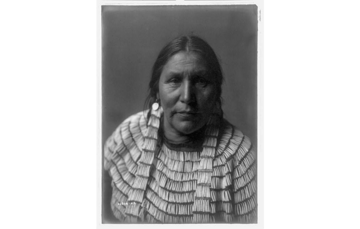 Hidatsa woman by Edward S. Curtis 1908
