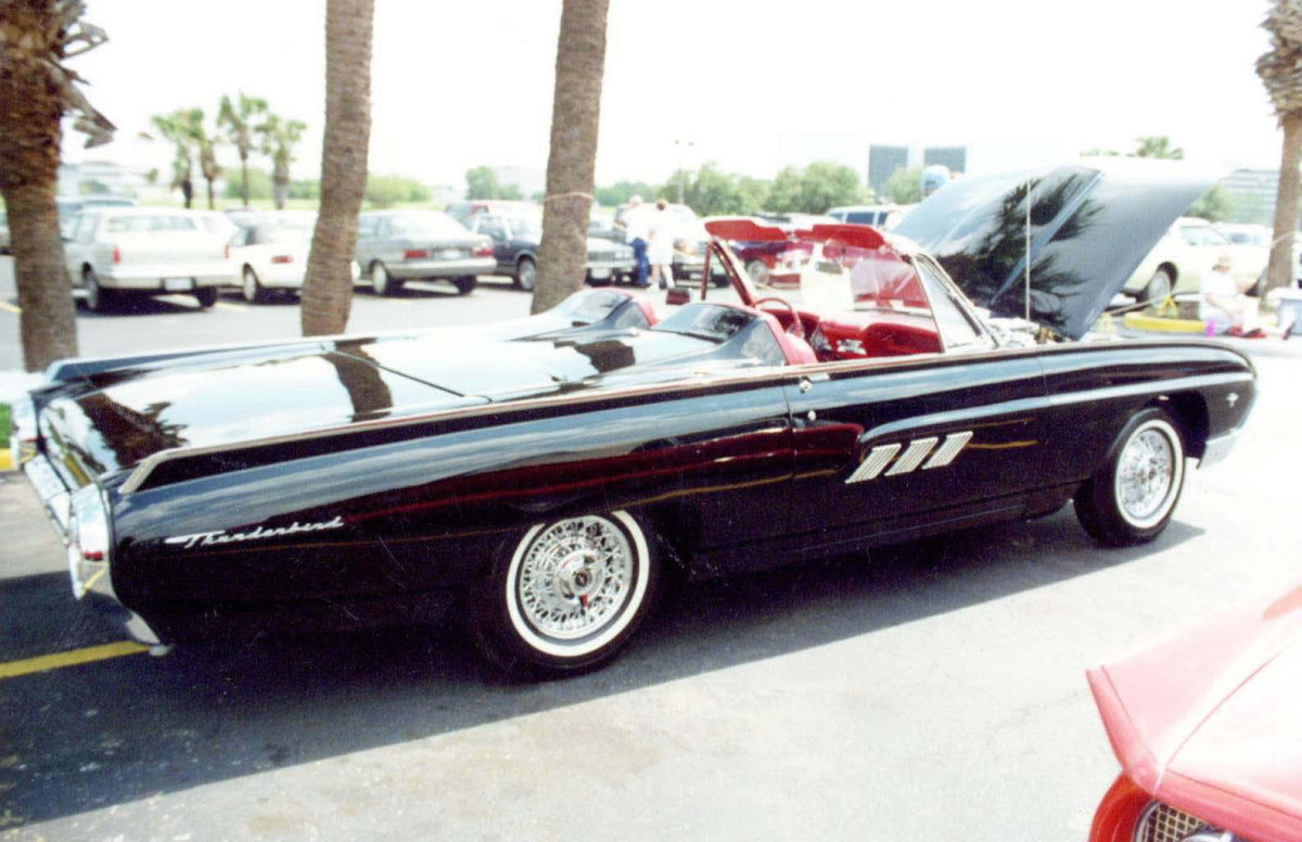 Ford Classic Cars - T-Bird with tonneau cover