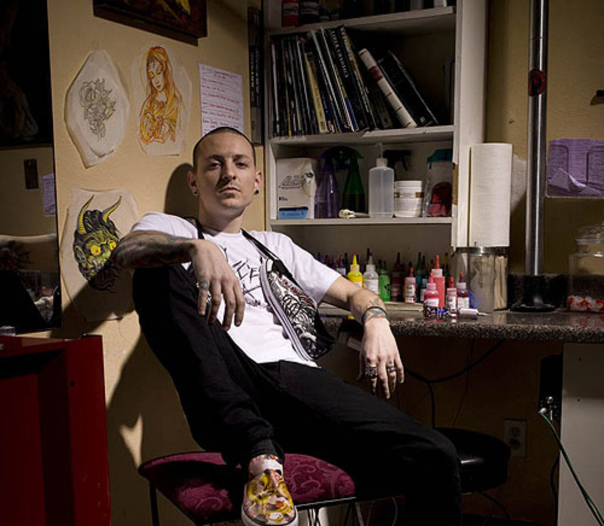 3. Chester Bennington of Linkin Park - The man of a thousand voices all rolled into one. Hes got one of those sounds where you are compelled to close your eyes and feel every note run through you, making you tremble. (Also had the pleasure of seeing