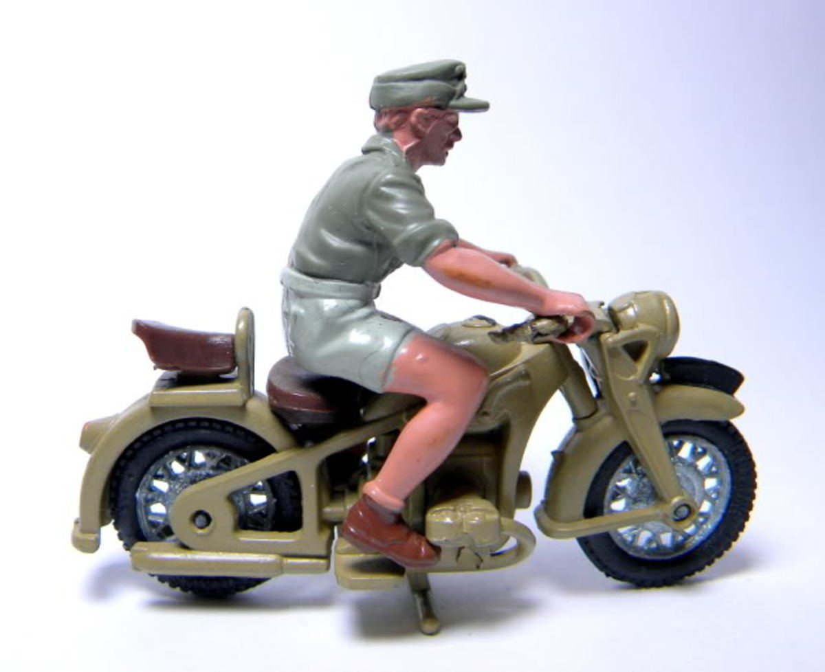 Britains Afrika Korps Dispatch Rider Motorcycle #9694