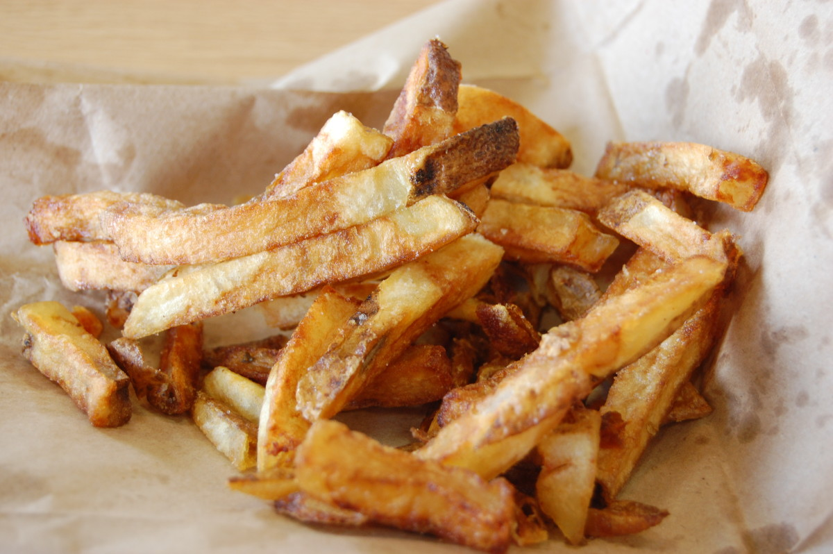 At Five Guys a regular order of fries has 620 calories and 30 grams of fat. That's the bad news, the good news is they are cooked in peanut oil and are very very tasty.