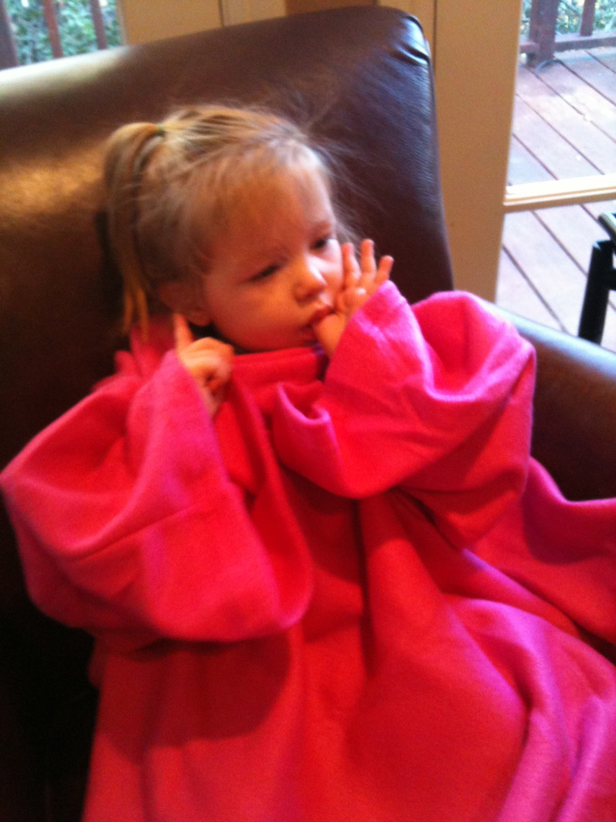 A Thumb and a Snuggie....ah the life!