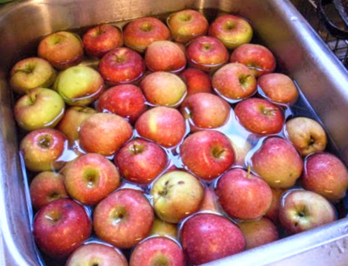 Wash firm, fresh, tart apples to rid them of dust and leaves.