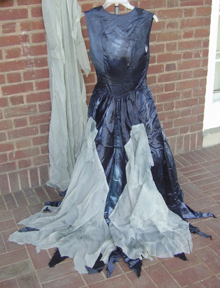 This is of the back--again, I needed a taller dress form stand, lol!